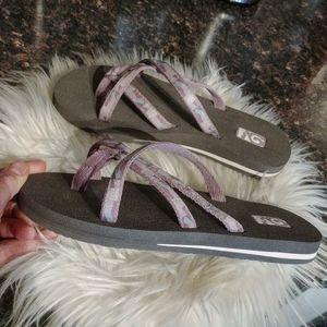 New teva mush sandals 7